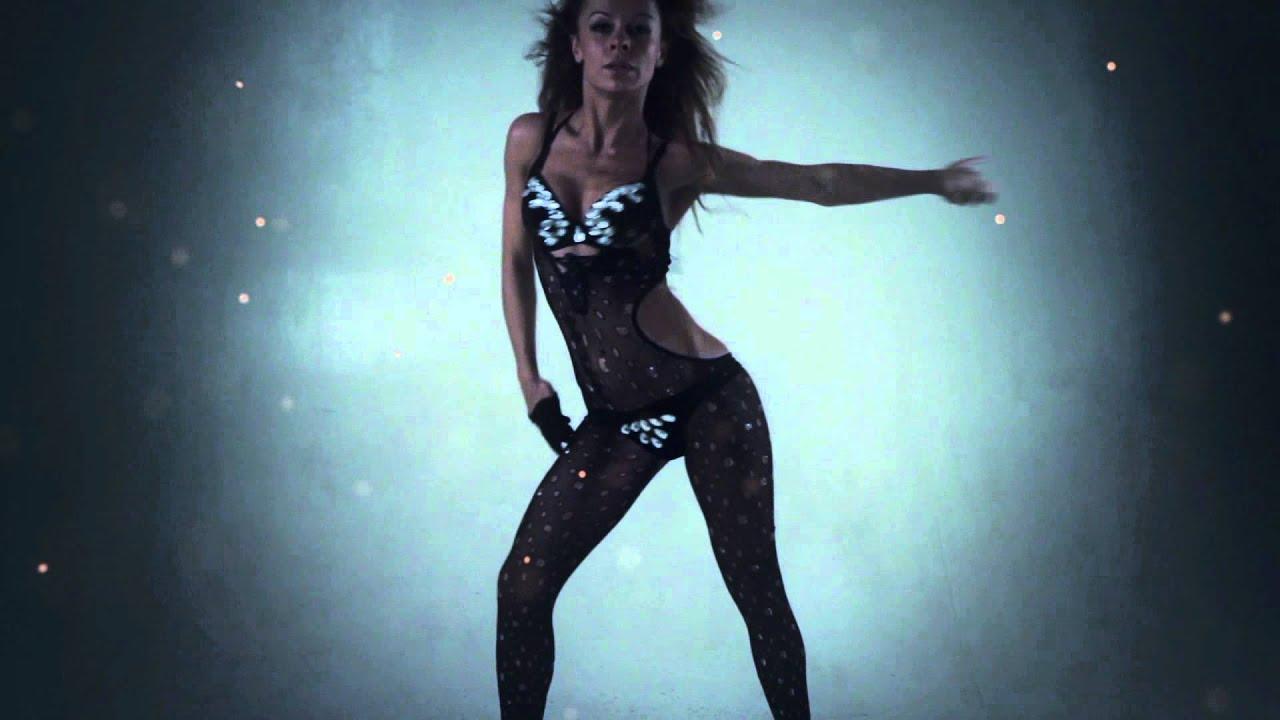 Сексуальная девушка танцует go go 20 фотография